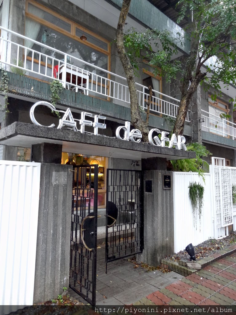 CAFE de GEAR鐵門