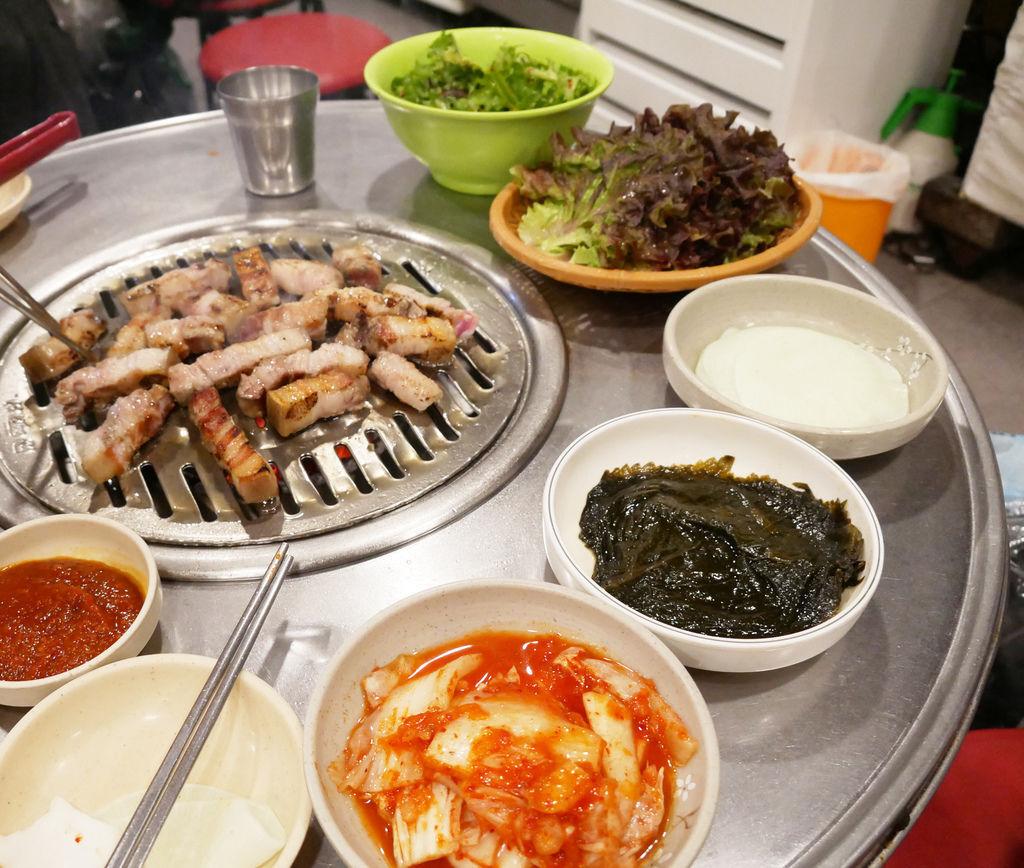PJ韓國首爾平價韓式燒肉餐廳 老房子木炭烤肉 弘大站附近