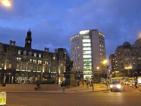 Leeds住宿Queen Hotel夜景