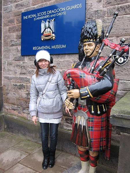 蘇格蘭裙在帥哥身上依舊帥阿~