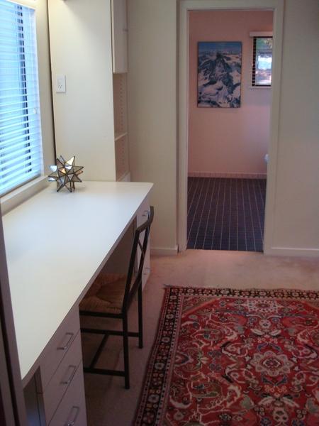 主臥室和浴室之間的空間.JPG