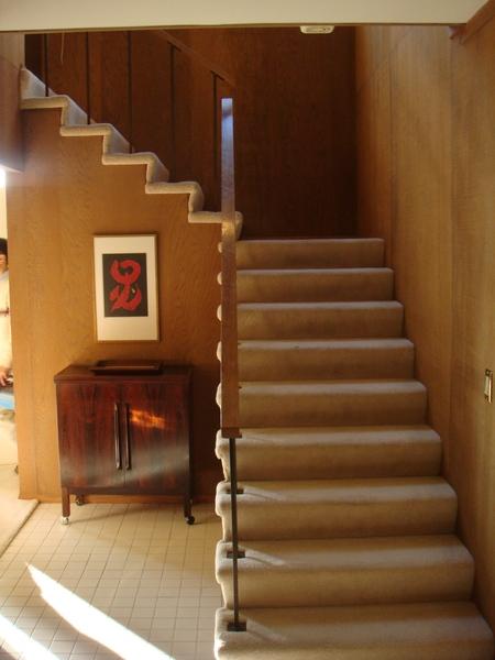 往樓上的樓梯.JPG