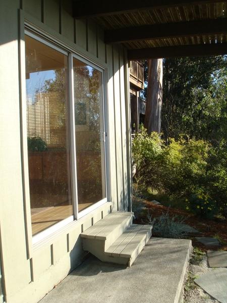 樓下窗外可通花園.JPG