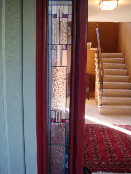 正門邊的玻璃有花紋.JPG