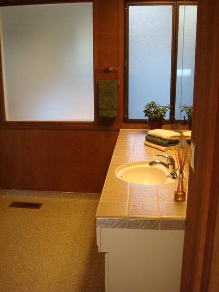 第三臥房浴室1.JPG
