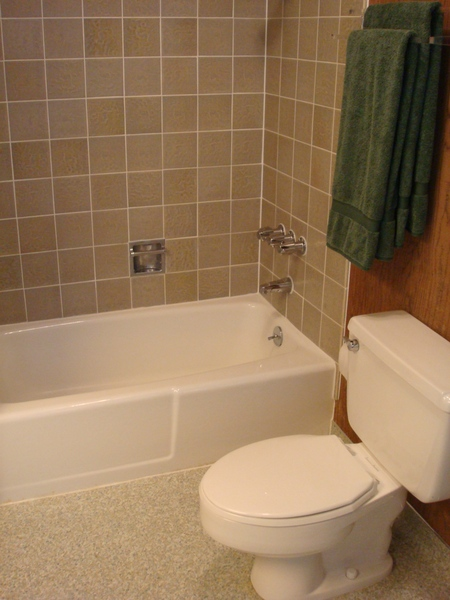 第三臥房浴室2.JPG