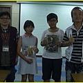 第3梯次-中崙分館曾主任宣佈漫畫營注意事項後,胖哥詢問答對頒獎。~2