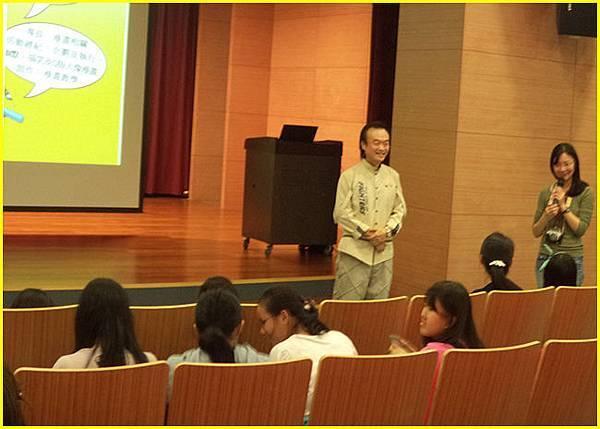 1-新北市青少年圖書館張主任為講座開場引言~.jpg