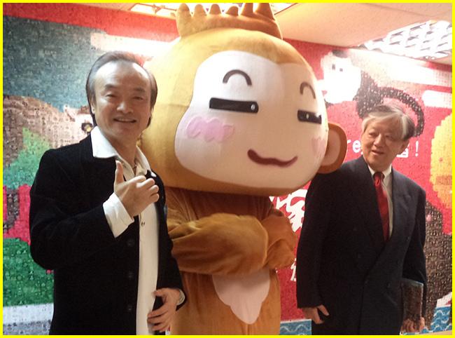 3-胖哥與高總經理及現場吉祥物歡喜合影.jpg
