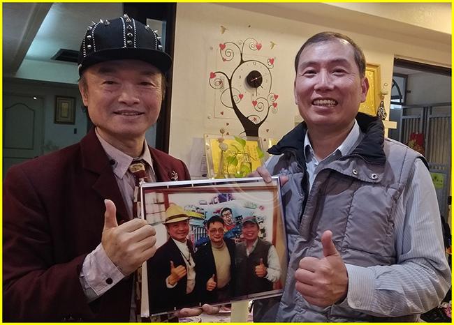 2-1-好友-吳文和廠長親贈胖哥3D合照漫波卡給胖哥.jpg
