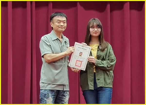 5-胖哥頒獎高中組佳作-1得獎人後合影~.jpg