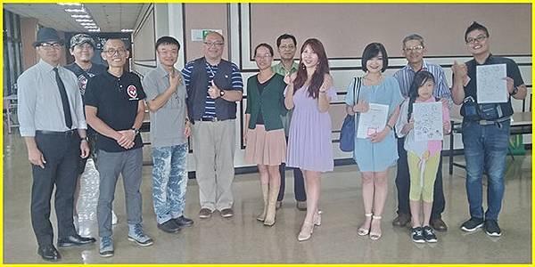 15-簽名會後姜主任與現場漫畫家合影~.jpg