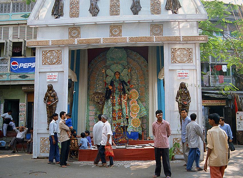 Jagat Dhatri女神的臨時神壇--加爾各答.jpg
