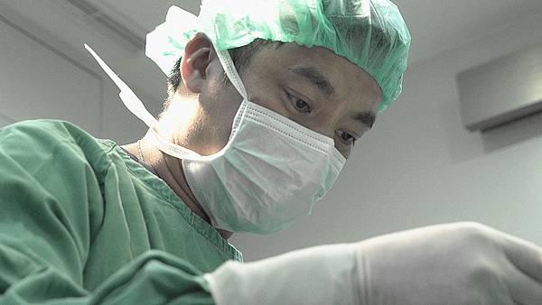 鼻整形權威手術畫面