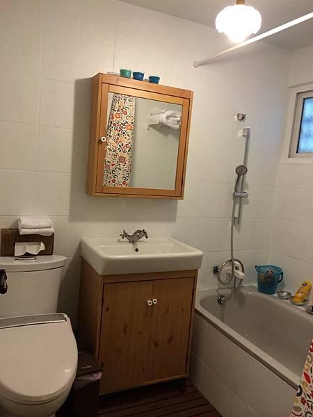 房間為套房形式,有獨立的衛浴,不與遊戲室共用