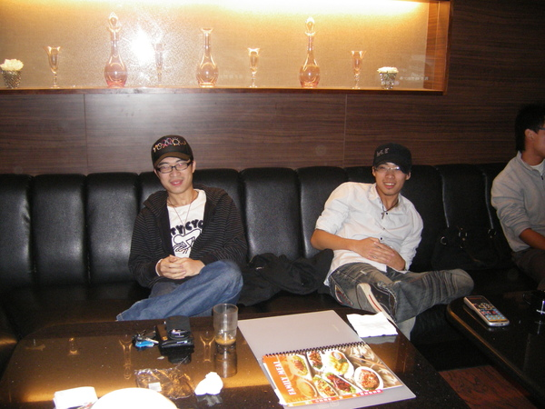 兩位帽子男孩