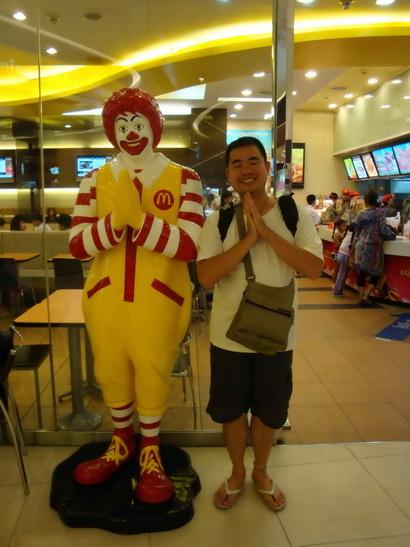 全世界只有泰國的麥當勞叔叔才會這樣跟你說 sawaddeka哦