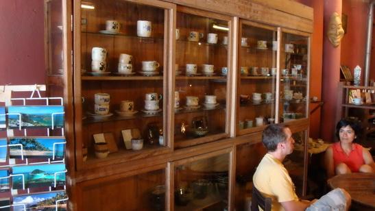 店裡有很多陶藝佈置