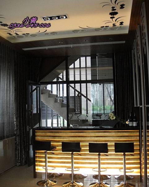 遠雄 富 仕 苑一樓閱覽室 內小吧台P12.jpg
