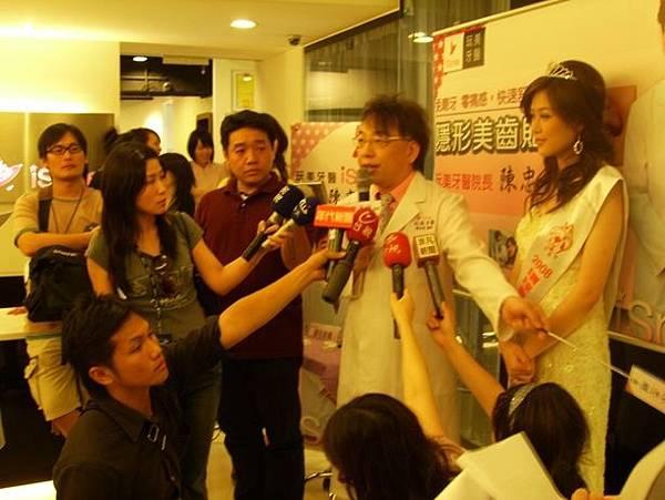 皇冠 隱形美齒貼片陳忠明醫師1.JPG