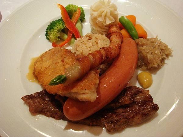 風味燒烤什錦(牛小排、脆皮雞、豬肉腸、培根)