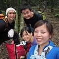 第二個休息站, 不過腳開始軟了...很多人都會爬到此, 但我們四人還決定繼續爬完!!(因為路人說再0.5hr就可以攻頂)