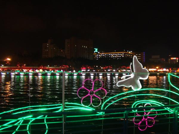20100227 高雄元宵燈會一日遊  第一次看到愛河耶