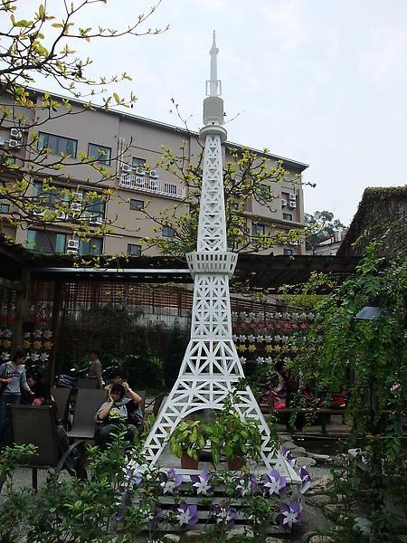 紙做的鐵塔~