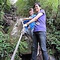 看那繩子的盡頭...那是我們將到爬上去的地方