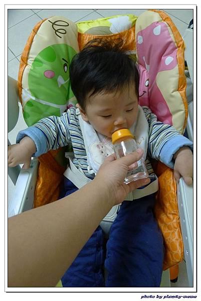 貝親 嬰兒鈣米餅.jpg