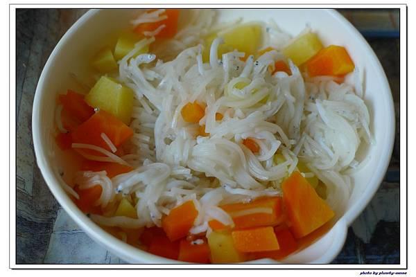 副食品-吻仔魚地瓜胡蘿蔔麵線 (12)