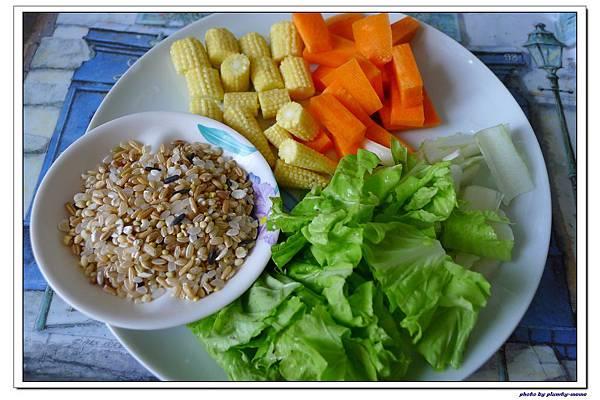 副食品-小白菜玉米筍紅蘿蔔五榖粥 (3)