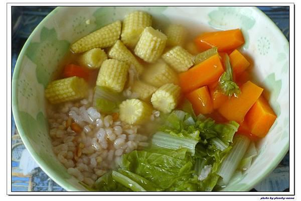 副食品-小白菜玉米筍紅蘿蔔五榖粥 (5)