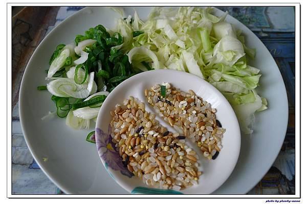 副食品-青蔥高麗菜蘆筍五穀粥 (12)