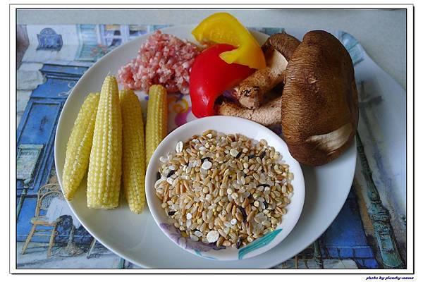 副食品-香菇甜椒玉米豬肉五穀粥 (11)