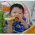 香蕉牙刷Baby Banana Brush試用 (17)