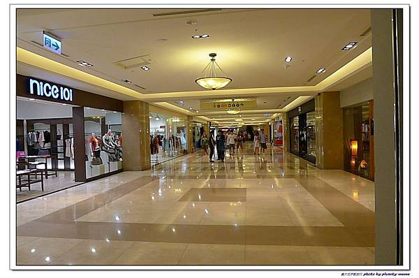 義大世界購物廣場