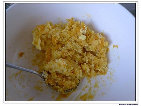 父親節副食品-番薯蛋黃米餅+燙青花椰菜 (6)
