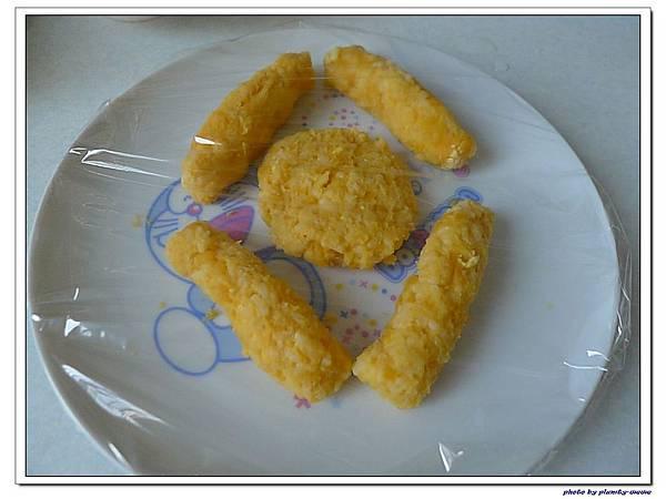 父親節副食品-番薯蛋黃米餅+燙青花椰菜 (8)