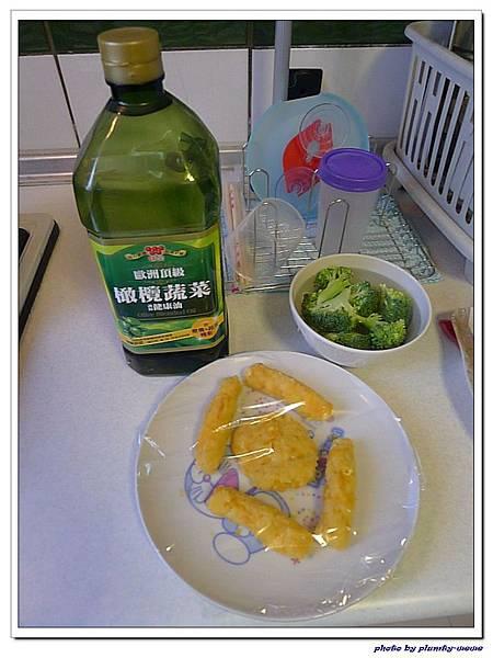 父親節副食品-番薯蛋黃米餅+燙青花椰菜 (9)