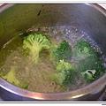 父親節副食品-番薯蛋黃米餅+燙青花椰菜 (11)