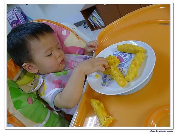 父親節副食品-番薯蛋黃米餅+燙青花椰菜 (14)