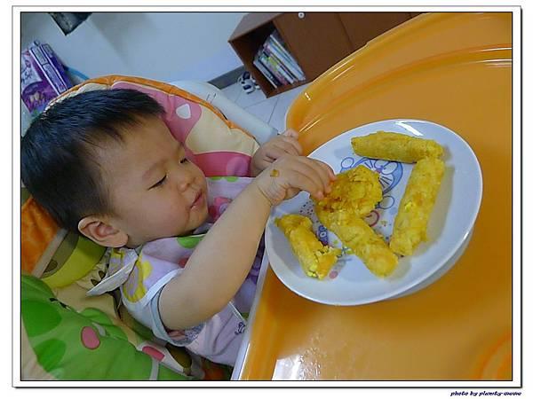 父親節副食品-番薯蛋黃米餅+燙青花椰菜 (15)