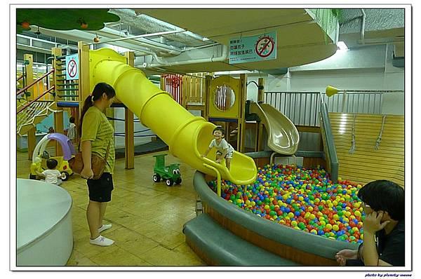 信誼親子遊戲室-滑梯球池