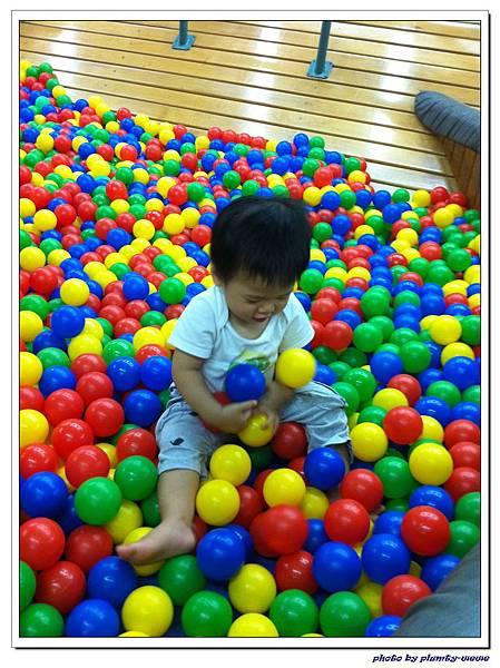 信誼親子遊戲室-滑梯球池 (2)