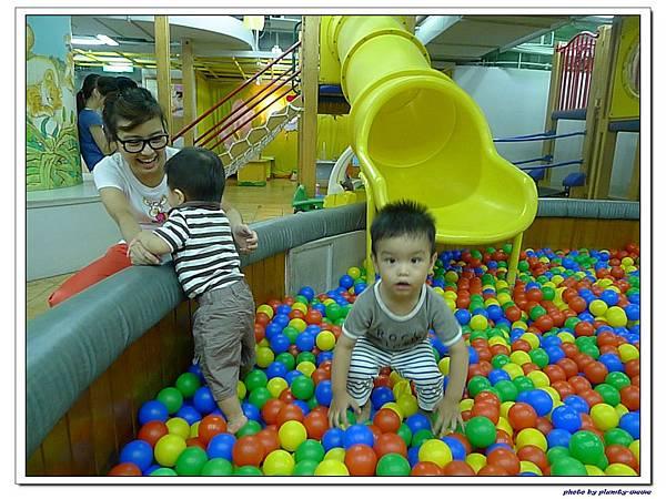 信誼親子遊戲室-滑梯球池 (4)