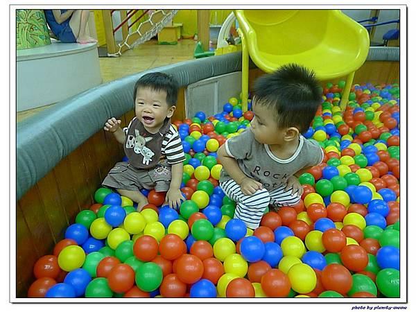 信誼親子遊戲室-滑梯球池 (7)