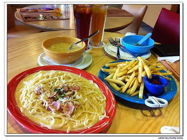 棒恰恰親子歡樂餐廳-用餐區 (3)