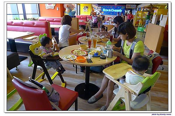 棒恰恰親子歡樂餐廳-用餐區 (18)