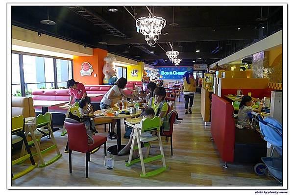 棒恰恰親子歡樂餐廳-用餐區 (19)